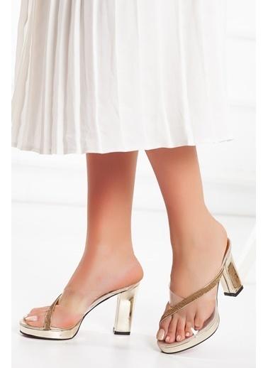 Dilimler Ayakkabı Dilimler Ayakkabı 10 Cm Topuk Şeffaf Rugan Malzeme 2 Cm Platform Kadın Platform Topuk Ayakkabı Altın